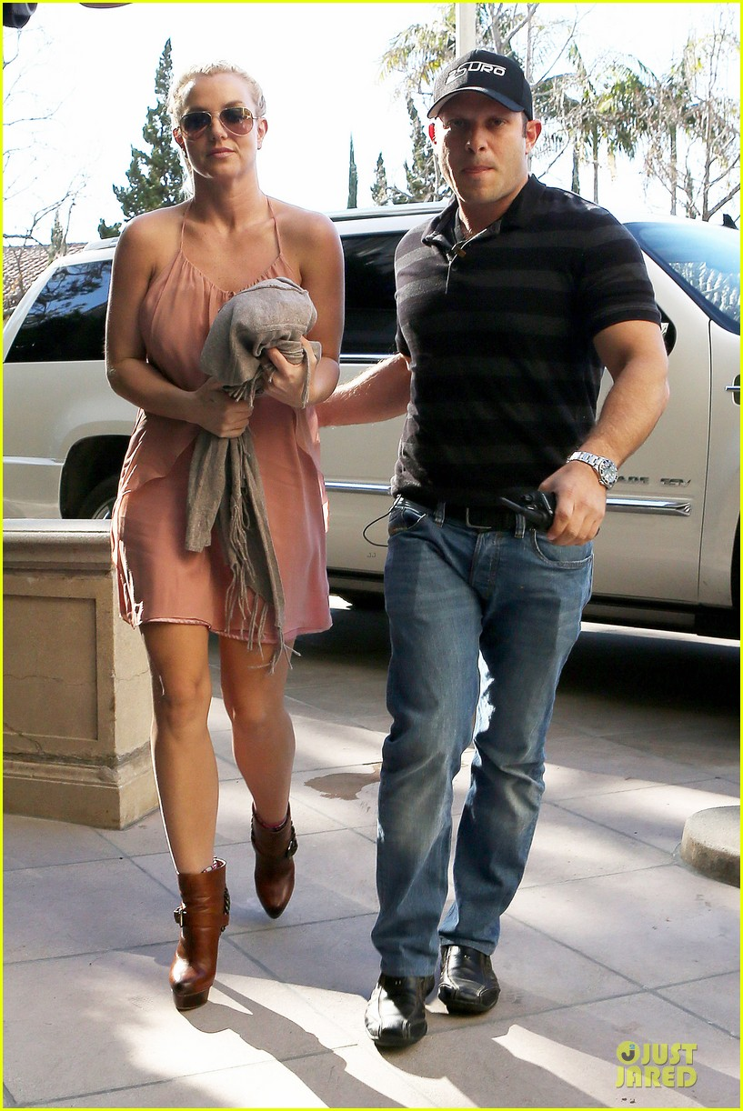 britney spears escorted lunch in los angeles hotel 09