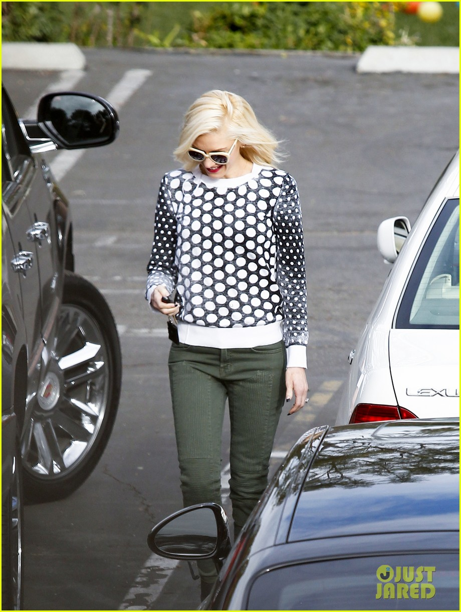 gwen stefani church stop with a pal 162798041