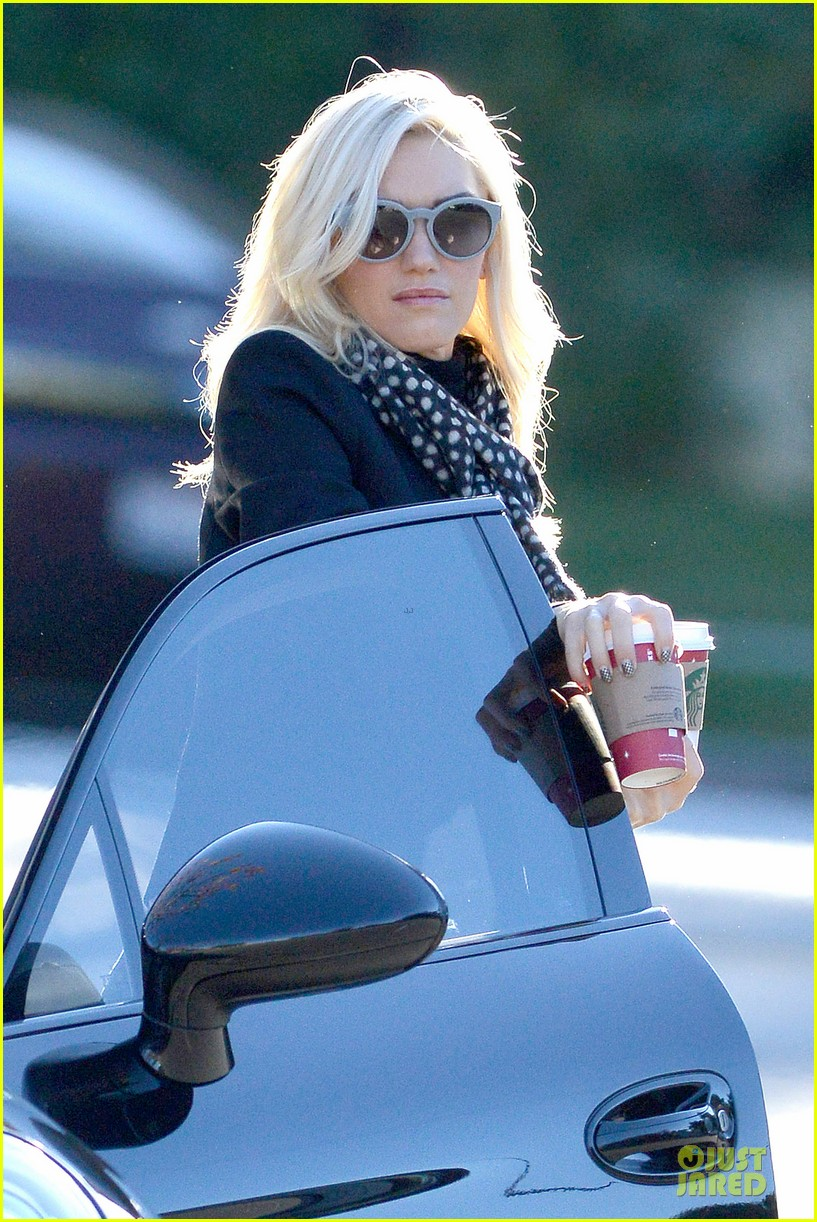gwen stefani & gavin rossdale winter coffee couple 15
