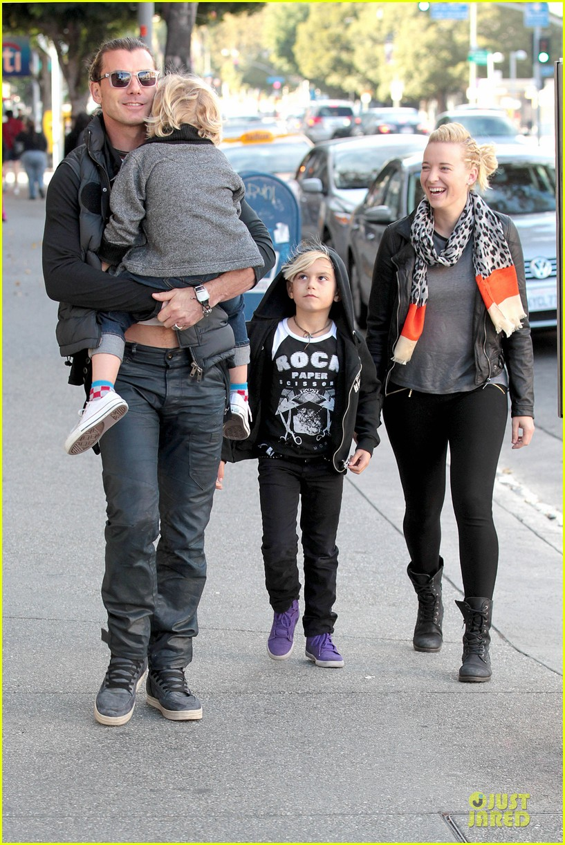 gwen stefani & gavin rossdale winter coffee couple 26