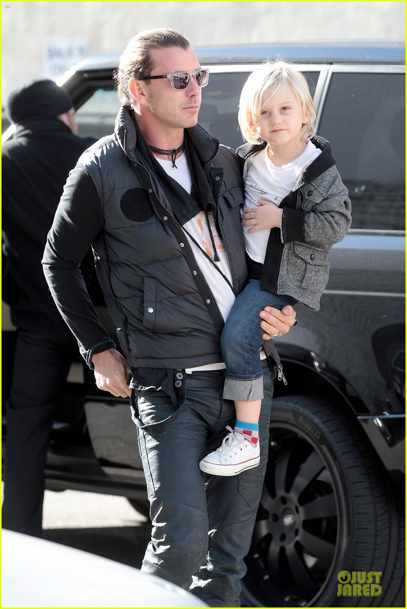 gwen stefani & gavin rossdale winter coffee couple 272786346