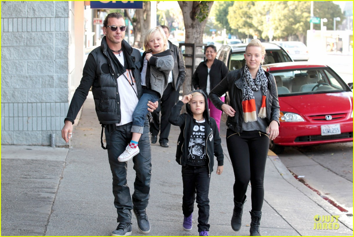 gwen stefani & gavin rossdale winter coffee couple 36