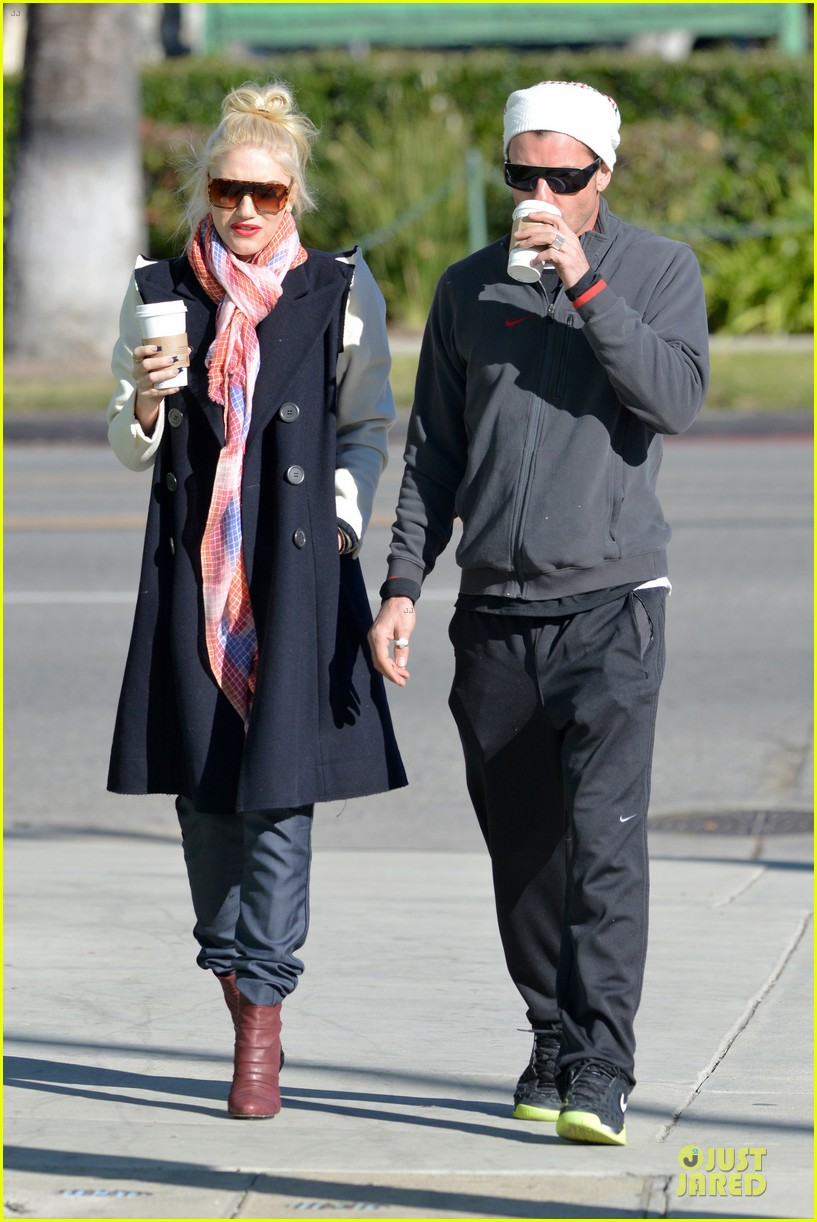 gwen stefani gavin rossdale monday coffee stop 02