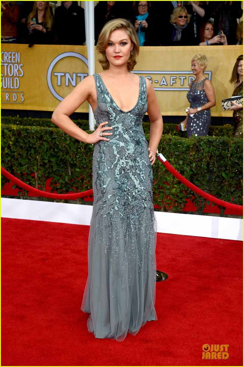 julia stiles sag awards 2013 red carpet 01