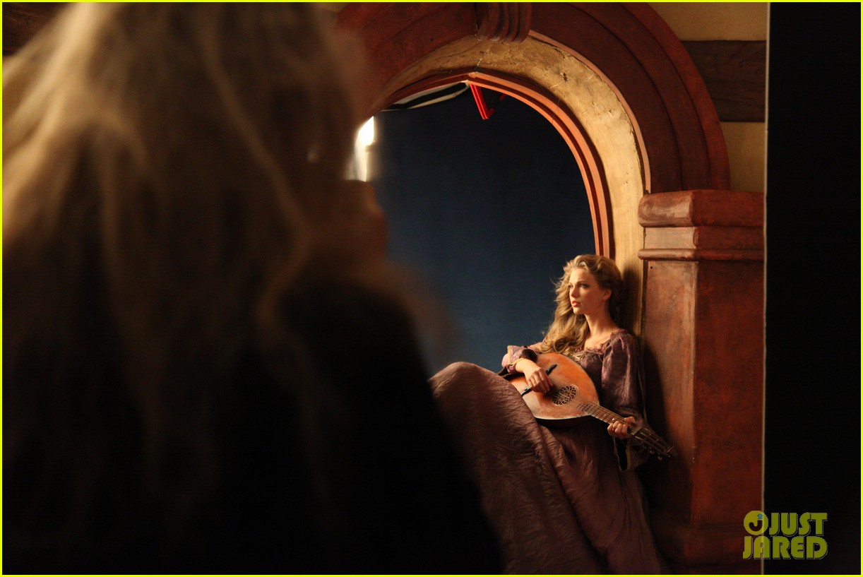 taylor swift rapunzel for disney dream 04