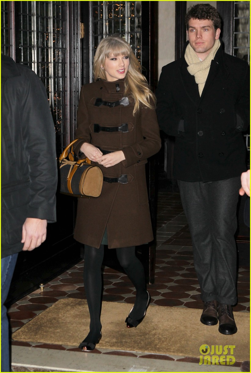 taylor swift new years eve dinner with brother austin 02