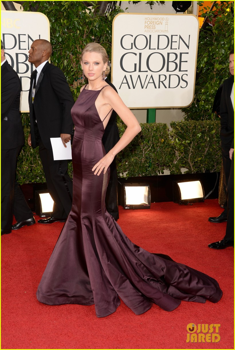 taylor swift golden globes 2013 red carpet 02