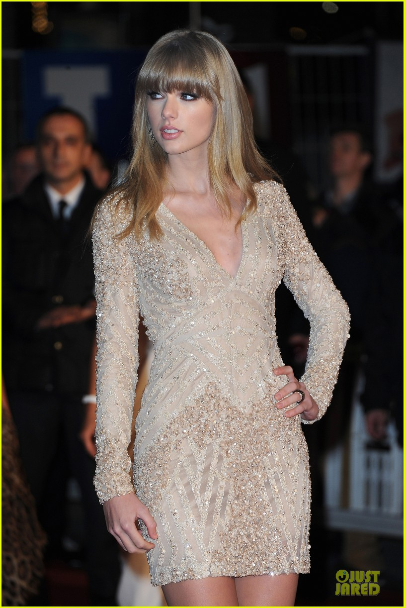 taylor swift nrj music awards 2013 red carpet 02