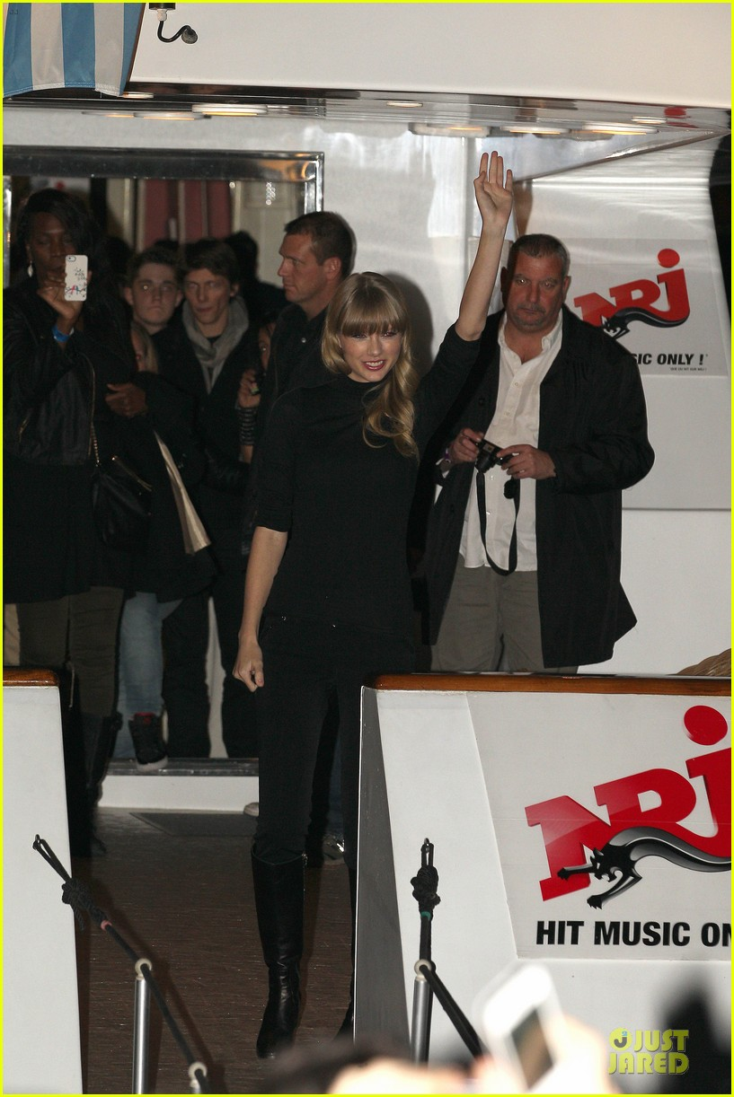 taylor swift nrj music awards 2013 red carpet 15