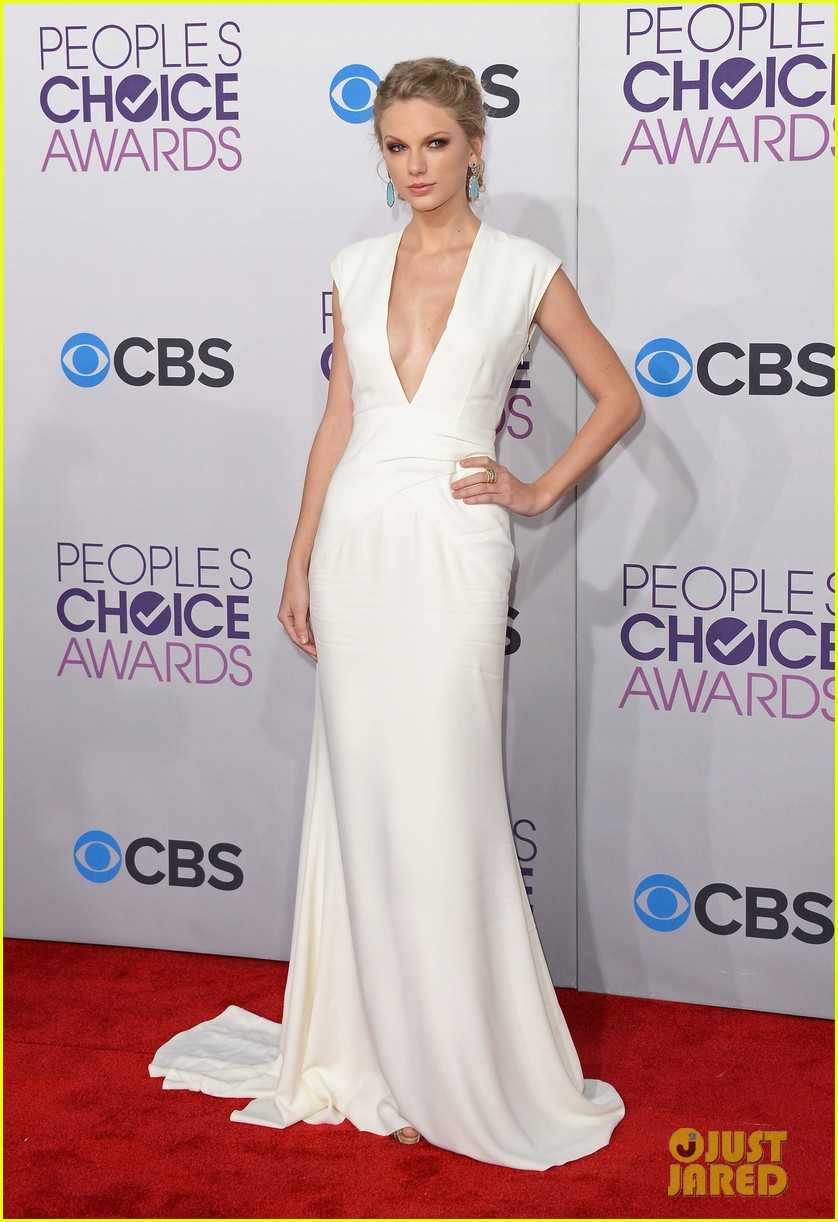 taylor swift peoples choice awards 2013 red carpet 07