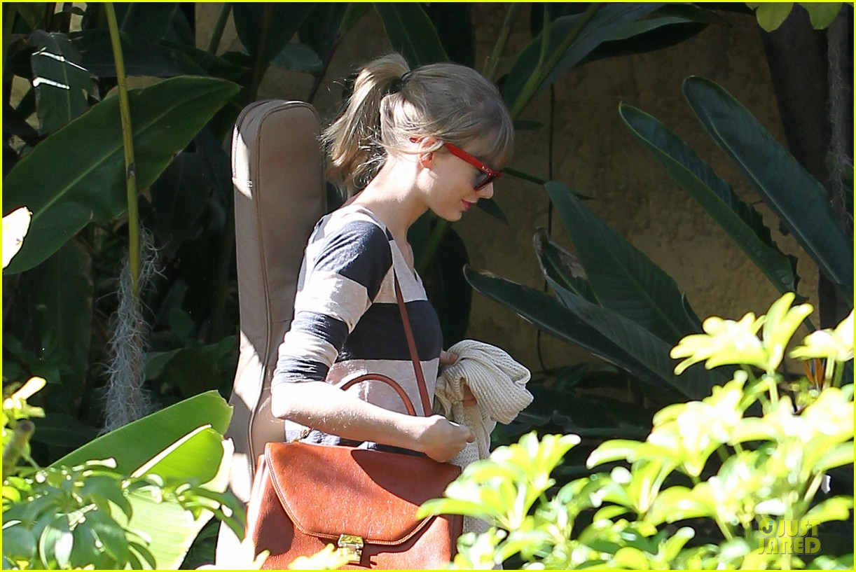 taylor swift back in the studio 092789541