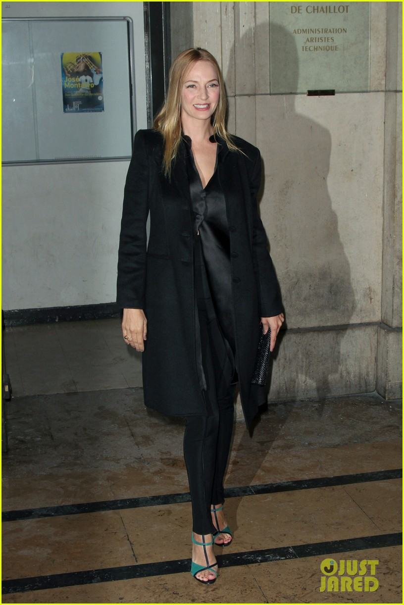 uma thurman hilary swank giorgio armani paris fashion show 07