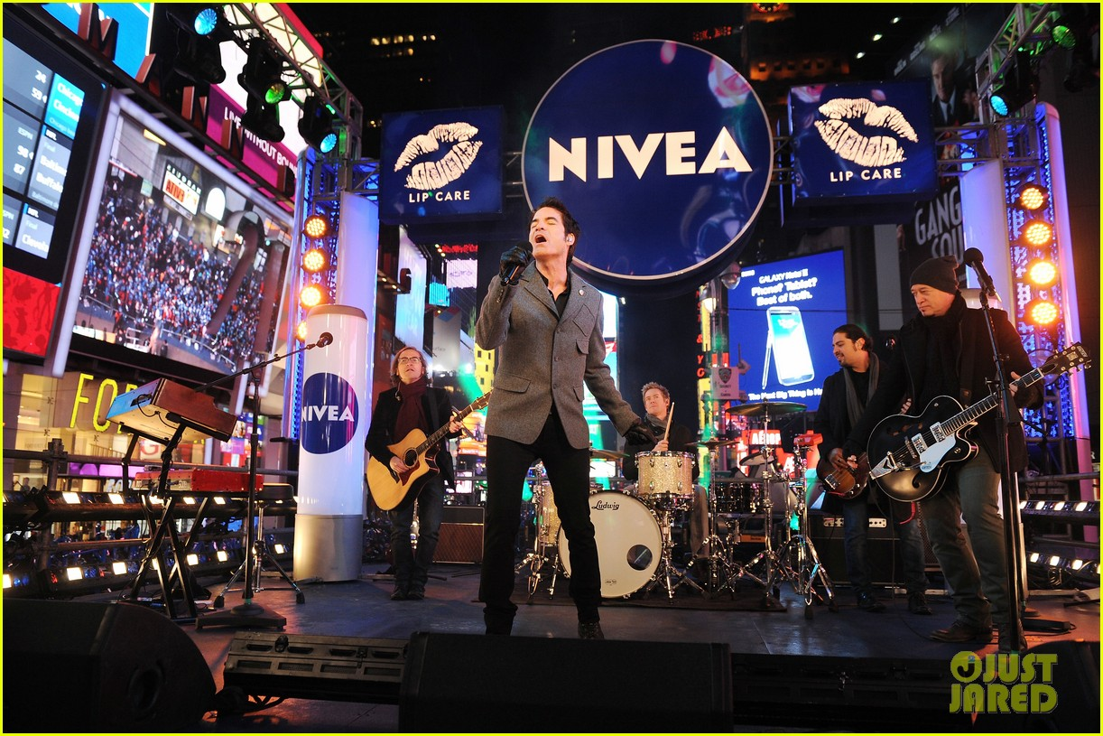 train new years eve performance in times square 13