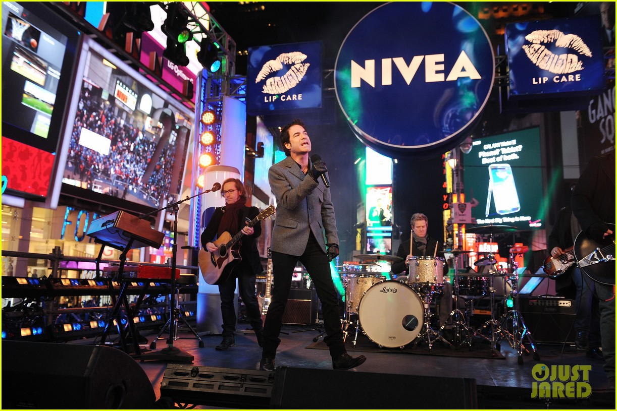 train new years eve performance in times square 17