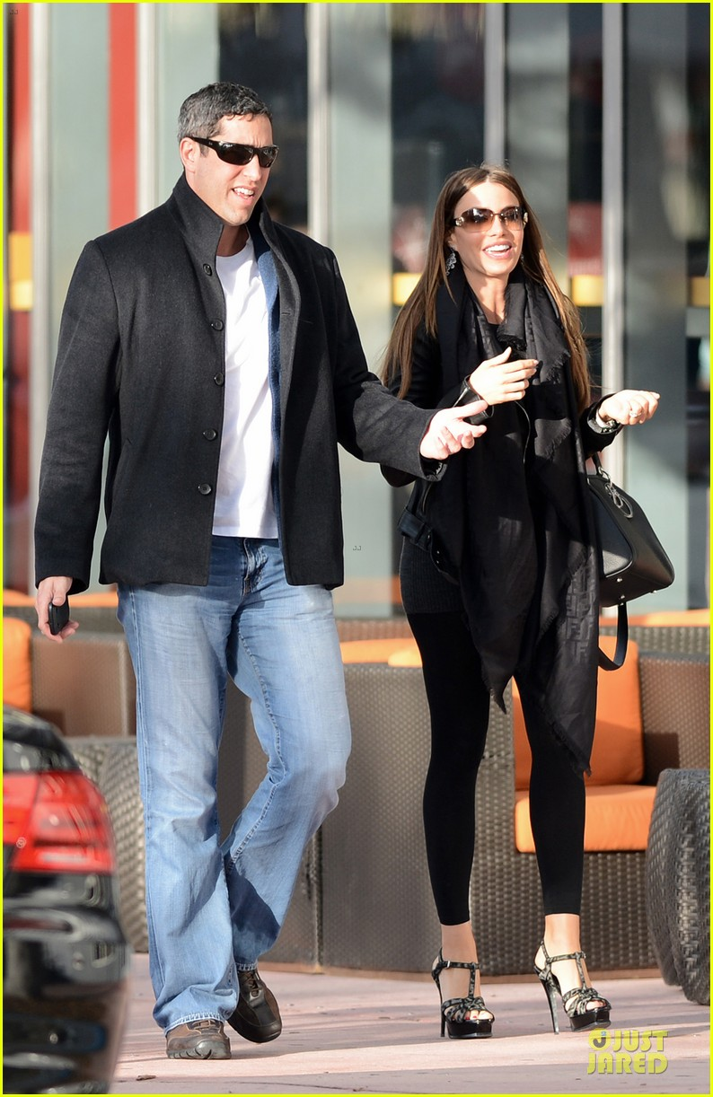 sofia vergara & nick loeb mall shopping couple 01