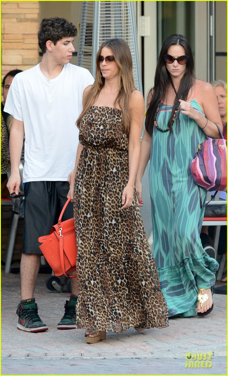 sofia vergara & nick loeb mall shopping couple 16
