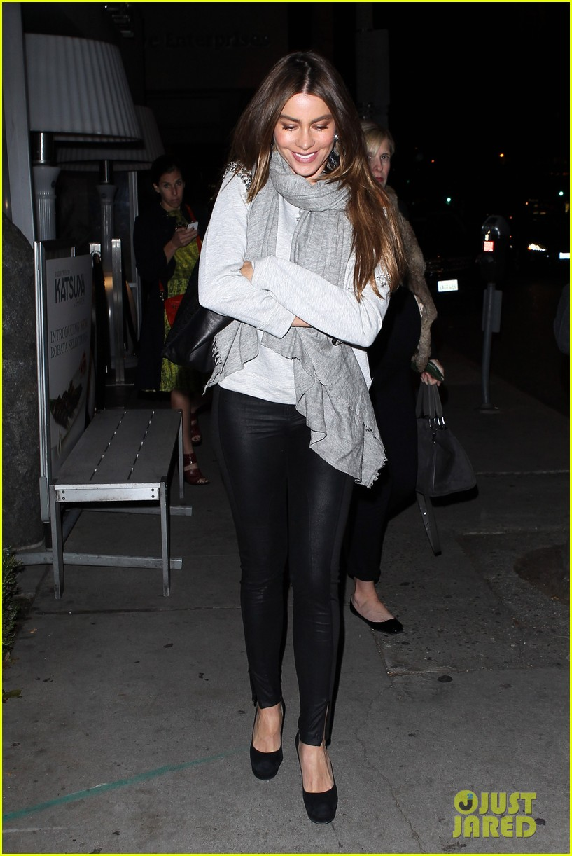 sofia vergara steps out post modern family sag win 08