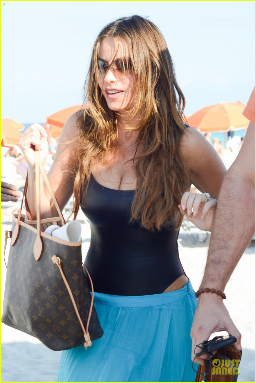 sofia vergara miami beach with shirtless nick loeb 062784166