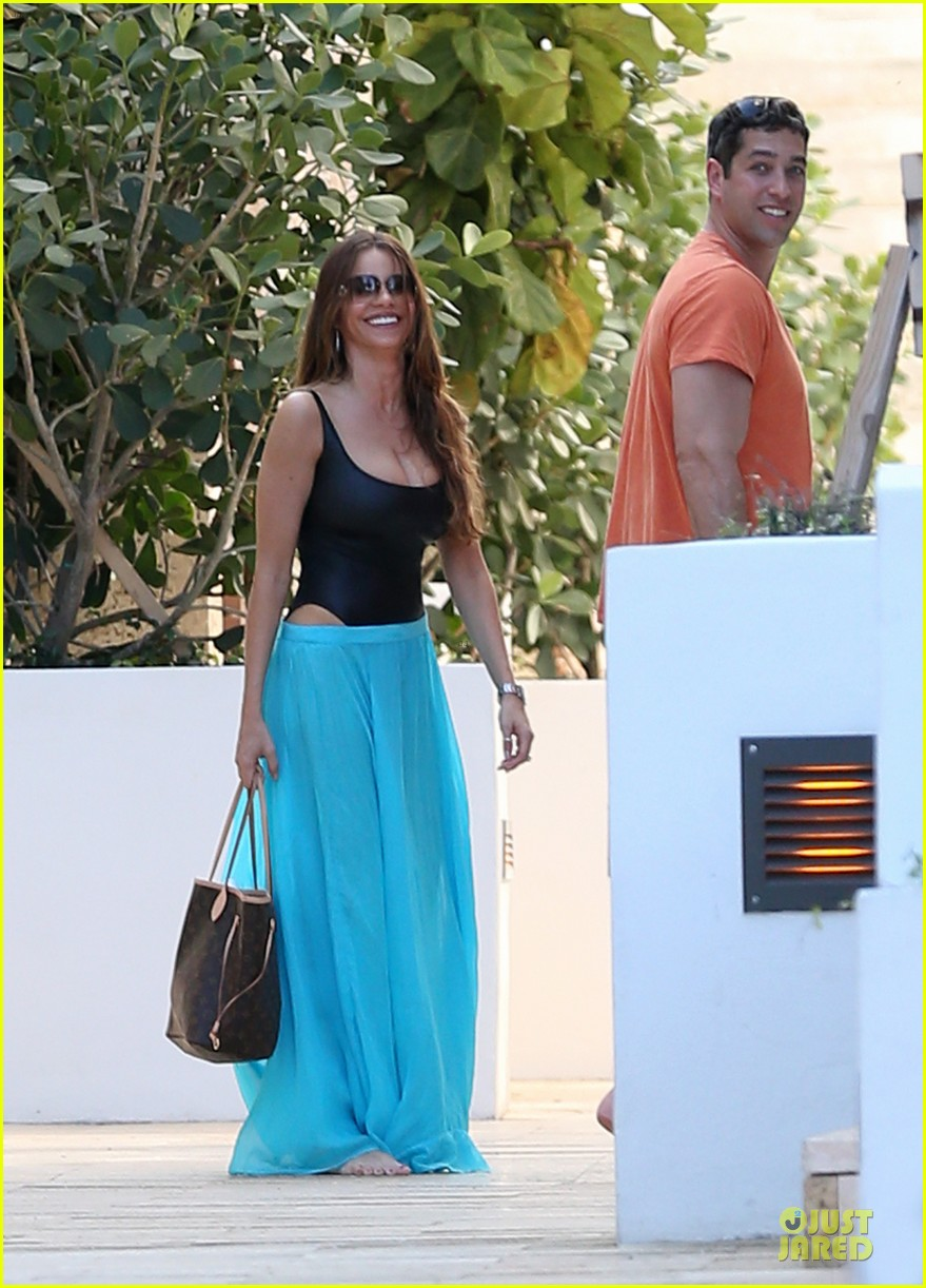 sofia vergara miami beach with shirtless nick loeb 172784177