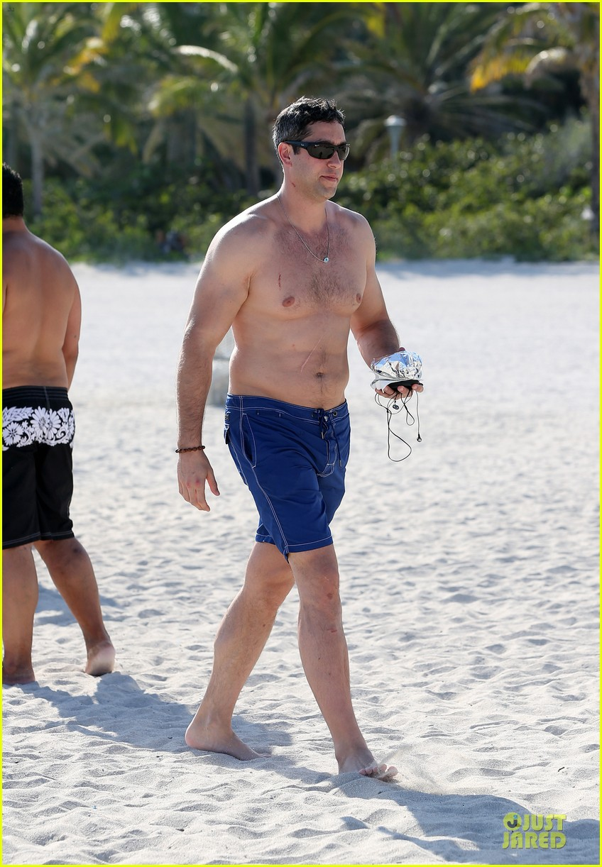 sofia vergara miami beach with shirtless nick loeb 18