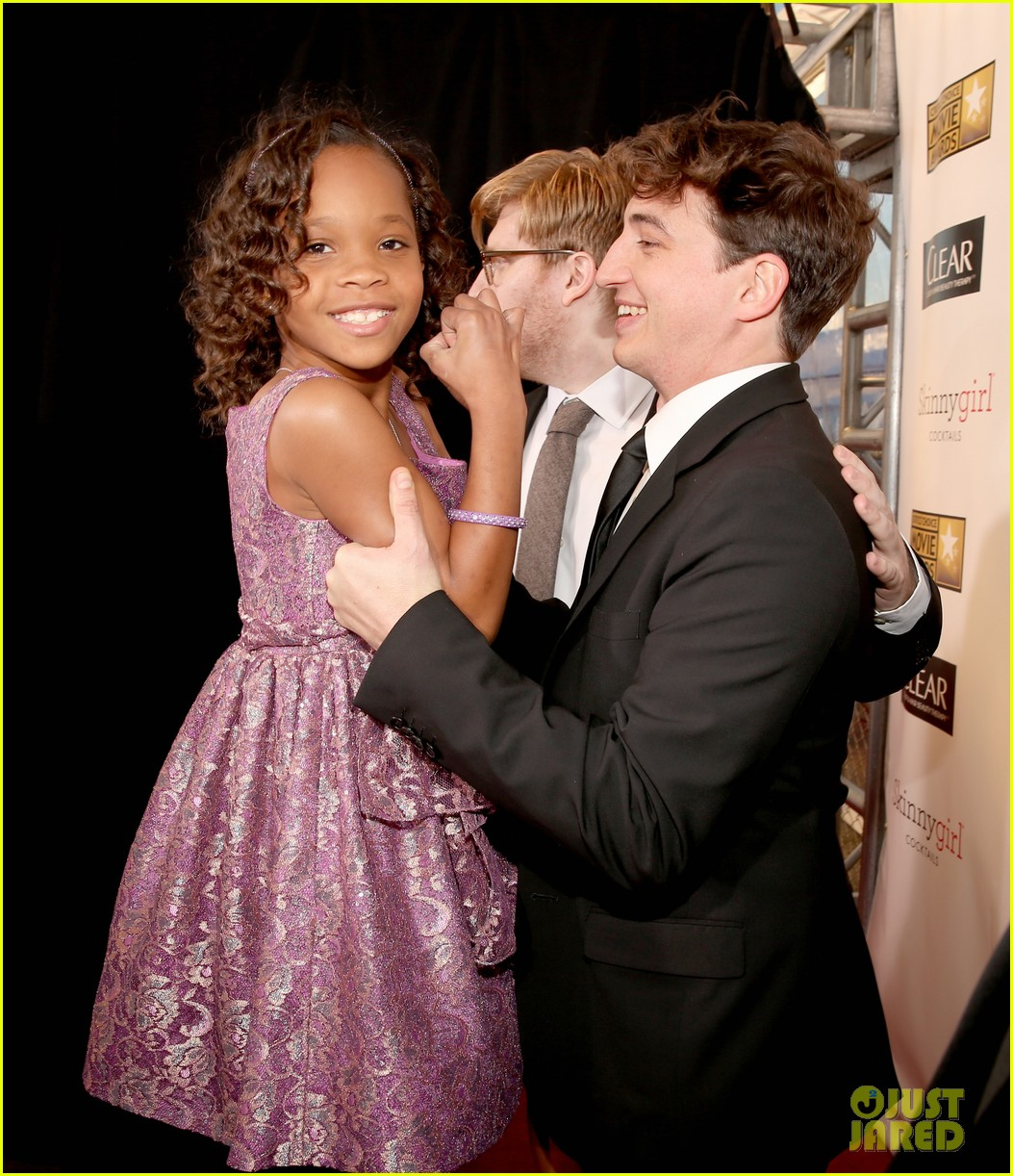 quvenzhane wallis accepts critics choice award with iphone speech 032788941