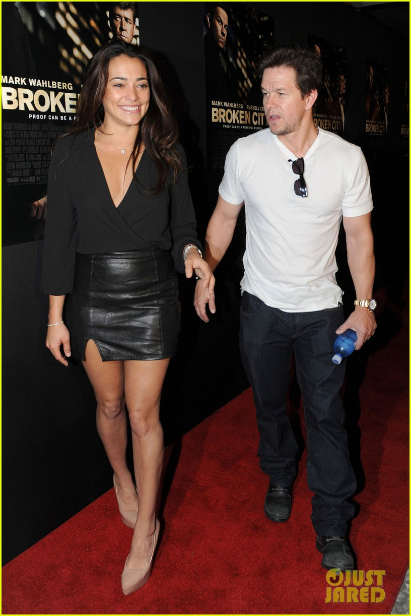 mark wahlberg natalie martinez broken city miami premiere 01