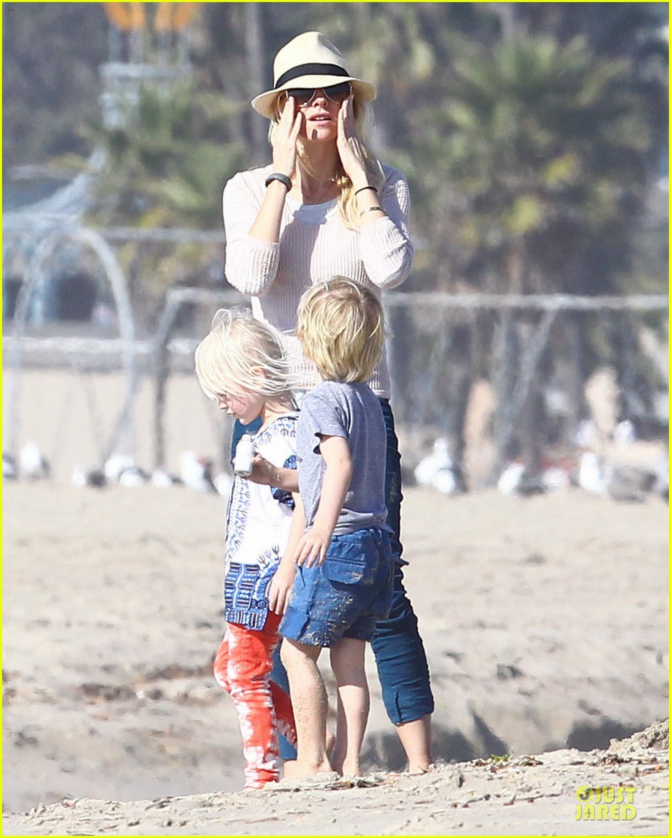 naomi watts beach day with the boys 05