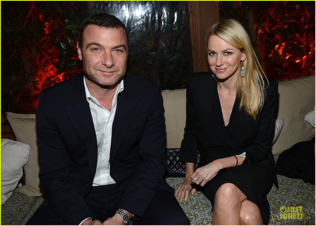 naomi watts & liev schreiber golden globes kick off cocktail party 02
