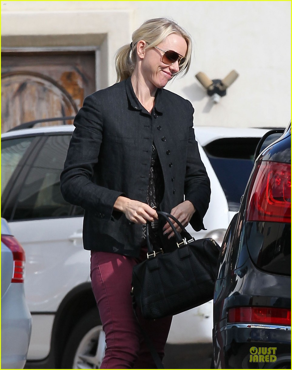 naomi watts grocery shopping with sasha 072800553