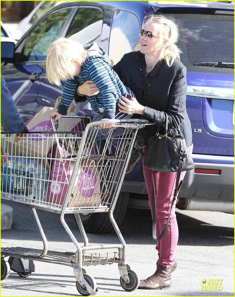 naomi watts grocery shopping with sasha 182800564