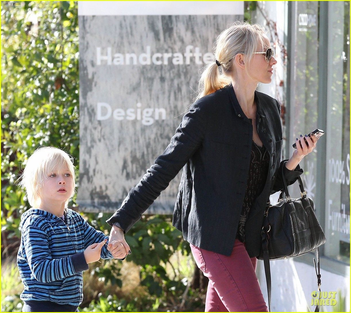 naomi watts grocery shopping with sasha 222800568