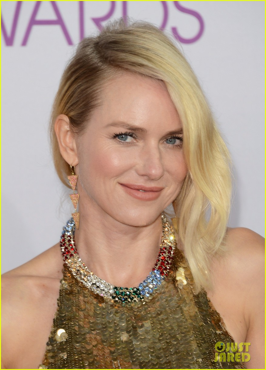 naomi watts peoples choice awards 2013 red carpet 02