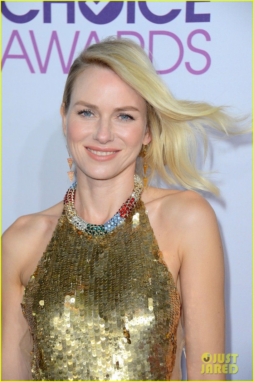 naomi watts peoples choice awards 2013 red carpet 08
