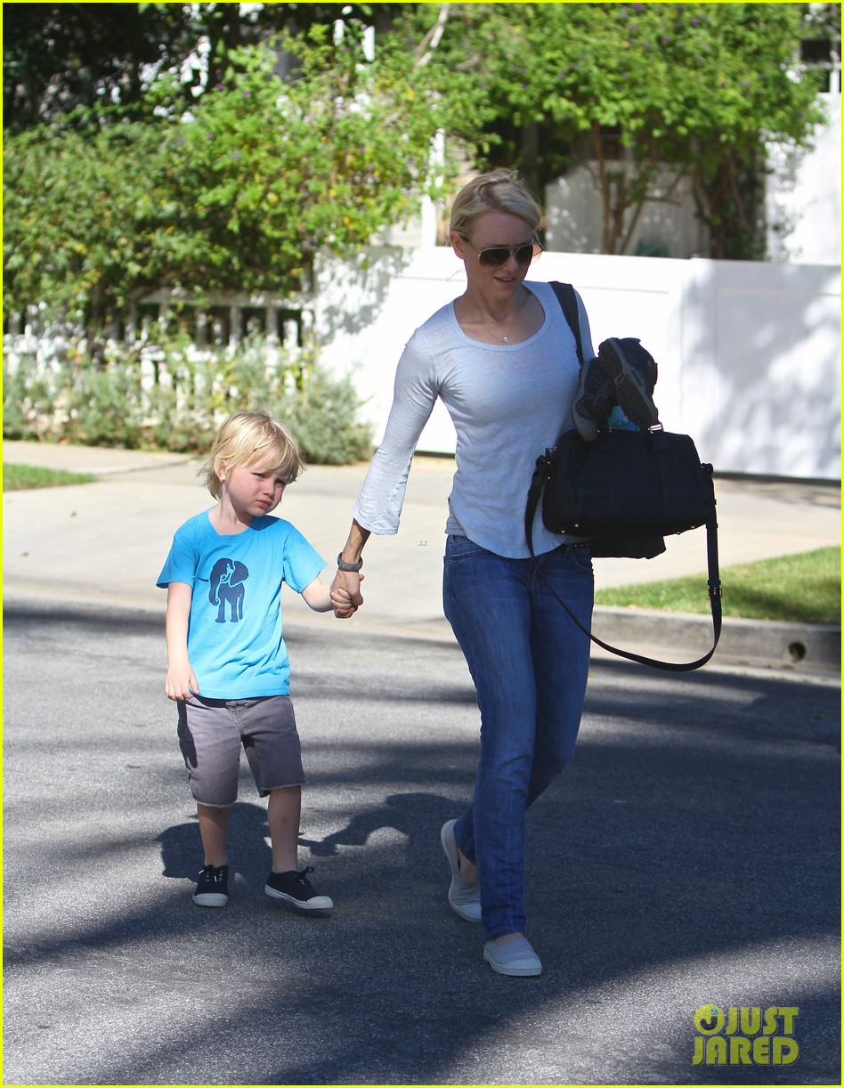 naomi watts liev schreiber sunday with kids 042796035
