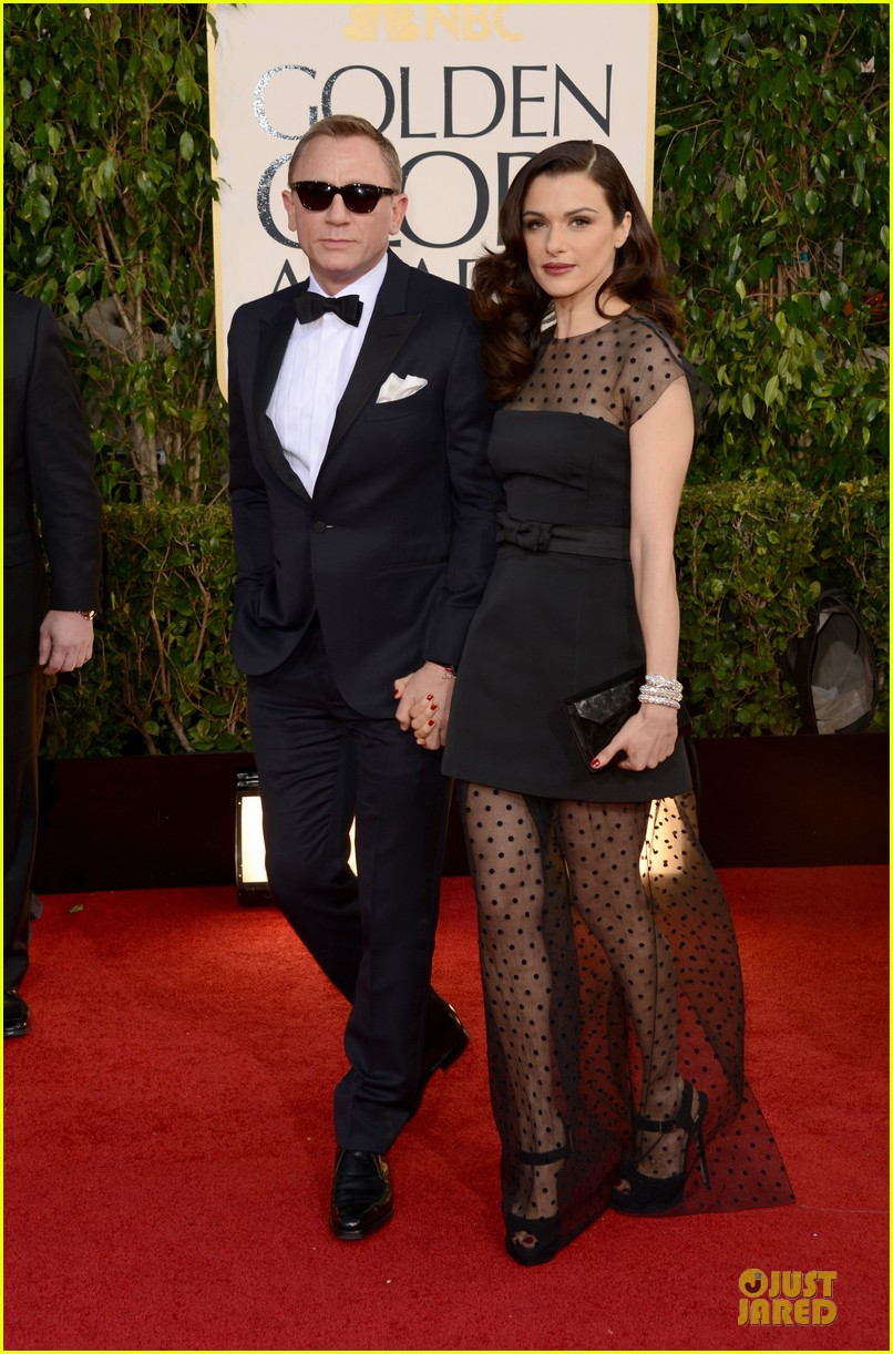 rachel weisz daniel craig golden globes 2013 red carpet 05