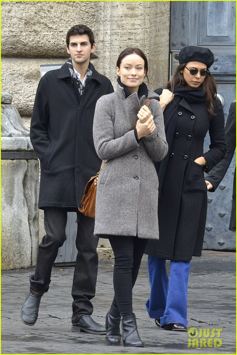 olivia wilde flashes engagement ring on third person set 012792653