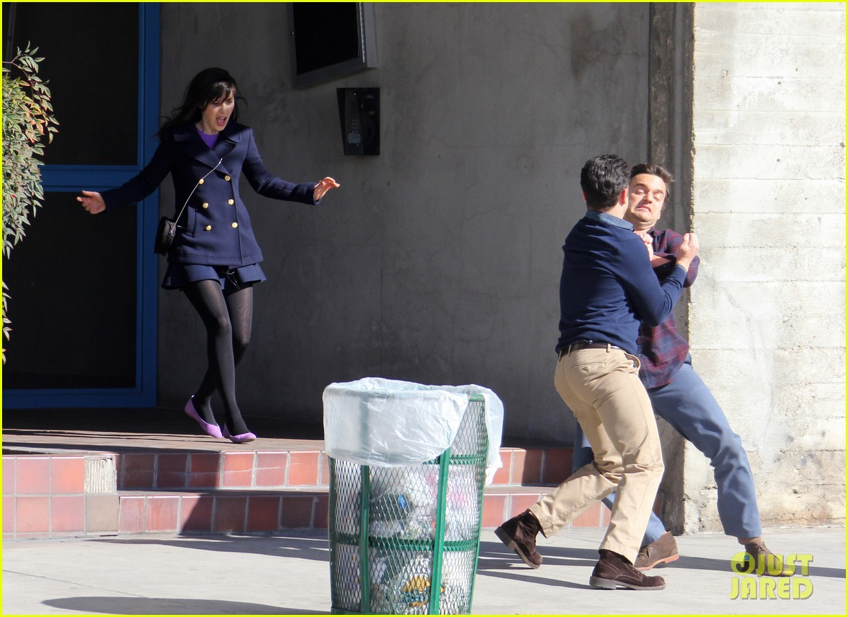 zooey deschanel new girl fight scene with the boys 04