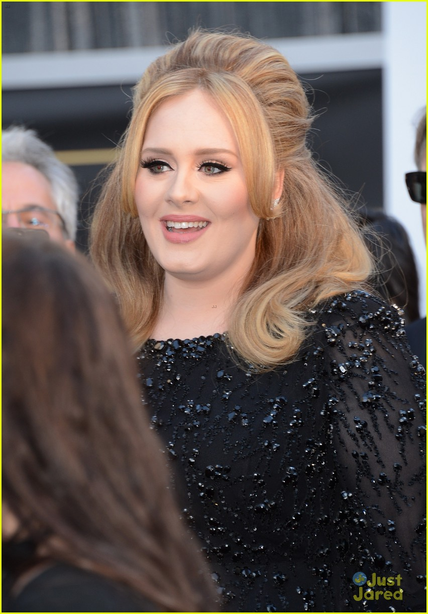 adele oscars red carpet 2013 08