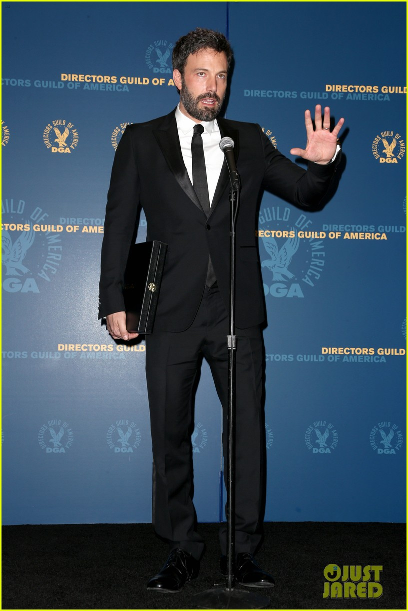 ben affleck wins dga award 2013 despite oscar snub 01