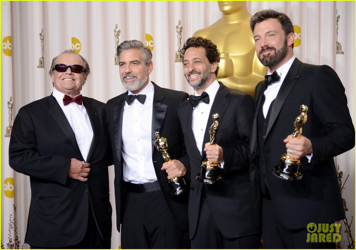 ben affleck george clooney win best picture oscar 2013 05