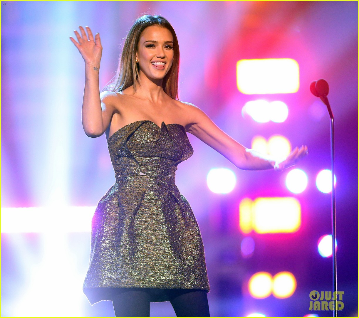 jessica alba ryan lochte hall of game awards 2013 02