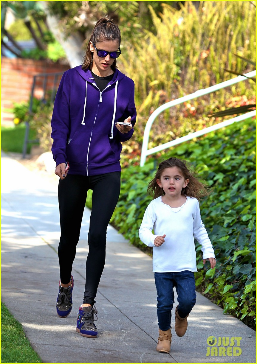 alessandra ambrosio park day with the family 07