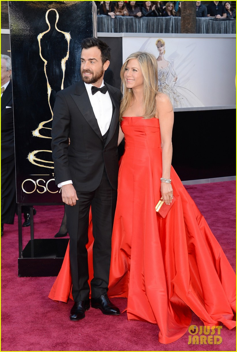 jennifer aniston oscars 2013 with justin theroux 05
