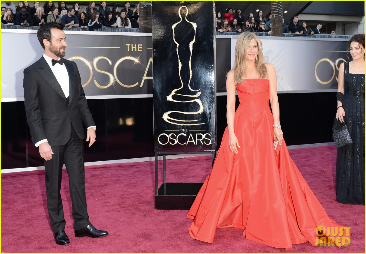 jennifer aniston oscars 2013 with justin theroux 06