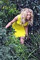elizabeth banks super fun times on walk of shame set 02