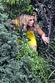 elizabeth banks super fun times on walk of shame set 04