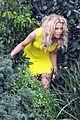elizabeth banks super fun times on walk of shame set 08
