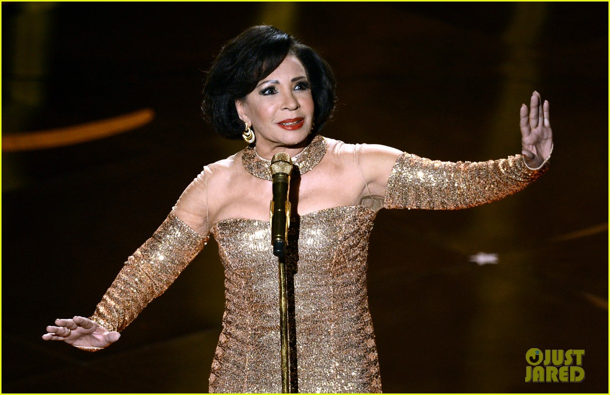 dame shirley bassey james bond musical tribute at oscars 2013 video 02