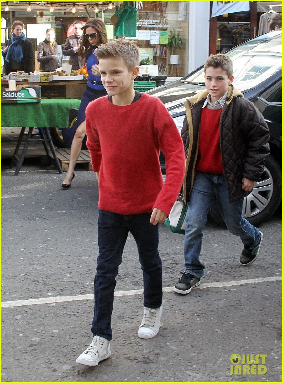 victoria david beckham cruzs birthday party with the family 03