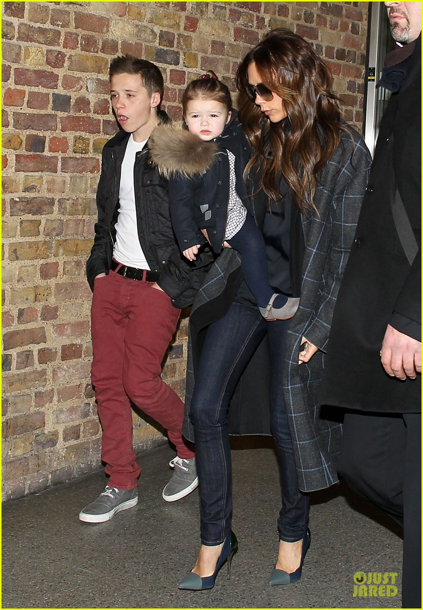 victoria beckham harper london eurostar arrival with brooklyn 012817734